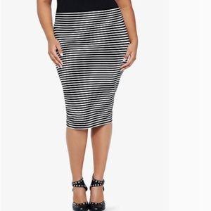 Torrid foldover B&W Stripe midi pencil skirt sz2
